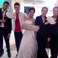 Casamento Foto equipe Mani e os noivinhos felizes e satisfeitos