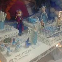 Doces e bolo Frozen