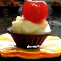 Casquinha de chocolate com beijinho e cereja