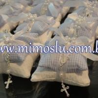 Almofadinhas perfumadas com mini terço ou pingente