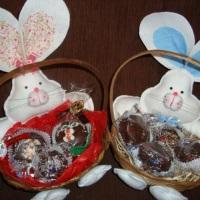 cestinhas de feltro com pão de mel decorado