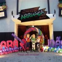 Fachada Hanna Montana e Toy Story com personagens