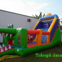 Tobogã Jacaré 3 em 1 Escorregador - Pula pula e kid play com obstáculos em forma de Girafa e Gorila