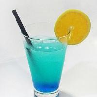 Storm Blast - #Coquetel com vodka, xarope blue curaçau, suco de limão, montila limão, água com gás.