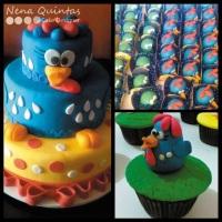Bolo da Galinha Pintadinha com cupcakes e mini trufas decoradas