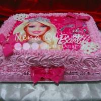 Bolo da Barbie com detalhes em pasta americana