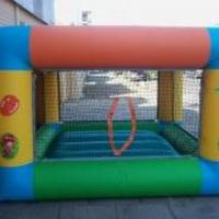Pula-pula e piscina de bolas
