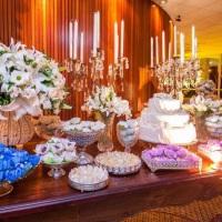 Mesa de uma festa de bodas.