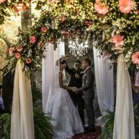 Arco de Flores com Tecido