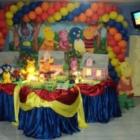 sistema de tv/dvd com o tema da festa
