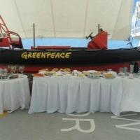 Café da manhã no navio do Greenpeace