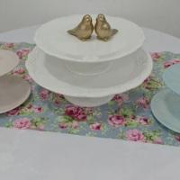 Pecinhas para dar destaque à mesa de doces e bolo.