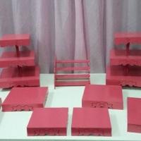 Locação Kit Rosa Pink (2 torres , 1 escadinha 21cm x 22 cm, 6 bandejas (2 de 30cm x 30cm, 2 de 25cm