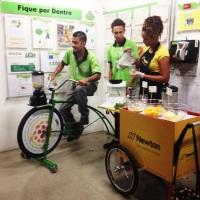 Bike Ligth com promotores, o participante faz seu suco natural na hora pedalando!