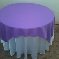 mesa red.c/toalha branca e lilás