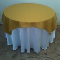 mesa red.c/ toalha branca e mostarda