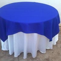 mesa red.c/toalha branca e azul