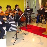 Composição:2 Violinos,1 Violoncello, 1 Teclado, 1 Cantora e 2 Trompetes