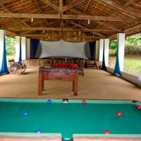 Salão com Palco e mesas de jogos