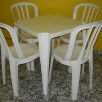 Jogos de mesas plásticas com 04 cadeiras