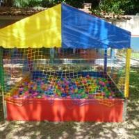 Nossa piscina de bolinhas 2,0m x 2,0m revestida com lona de vinil. Super colorida!