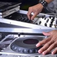 DJ profissional e com vastos respertorio e estilos musicais.