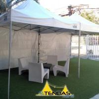Tenda 3x3 com lateral em evento no Curso RedBalloon. Acesse nosso site para mais fotos.