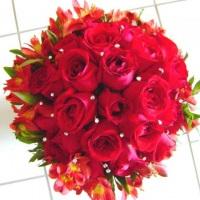 Arranjo Rosas Colombinas com Astromelias com acabaento em strass