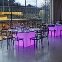 Mesa de vidro com base de LED
