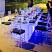 Cadeiras Tiffany de Crystal com Mesa de vidro e base de LED