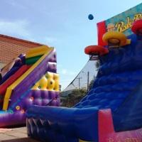 Basquete inflável diverte adultos e crianças.