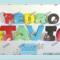 Letras personalizadas para decorar mesas de aniversario.