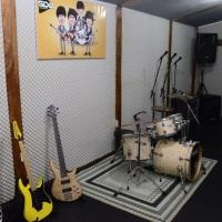 A sala The Beatles é um local dedicado aos ensaios de nossas atrações musicais, bem como é utilizado