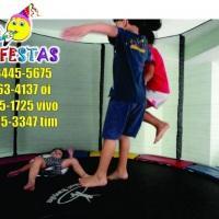 Cama elástica média de 3,05 x 3,05 metros. Sétima Festas e eventos.