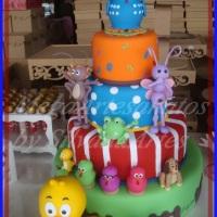 Maquete de bolo  no tema Galinha Pintadinha