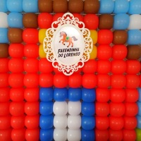 Balões em tela e Mandala no centro com o tema e nome do(a) Aniversariante.