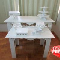 Mesa e aparador provençal com bandejas