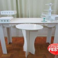 Mesa provençal e mesa para bolo com bandejas