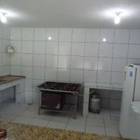 cozinha (freezer,geladeira,fogão/forno industrial com 6 bocas e gás)