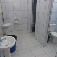 3 Banheiros masculinos (com chuveiros individuais)