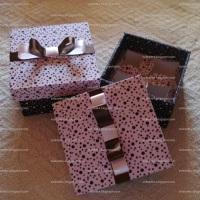 Caixa com 4 forminhas forradas no mesmo tecido da caixa
