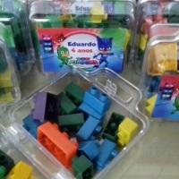 Kit Maletinha acrílica com Legos personalizada! Tema Livre! Acompanha o acabamento em saquinho de ce