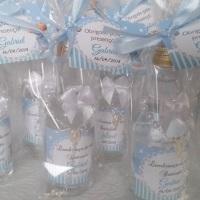 Garrafinhas com Água Benta + Mini terço personalizada.