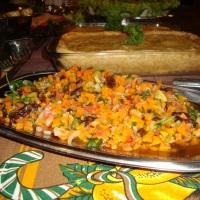 Empadão e Salada tropical quente