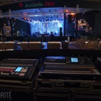 House Mix, no detalhe um Mixer digital marca Yamaha modelo LS9 32 canais, e a esquerda uma controlad