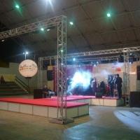 Palco, passarela e camarim em octanorm no III Glamour Noivas e Fest dias 11 e 12/10/2009 no Ginásio