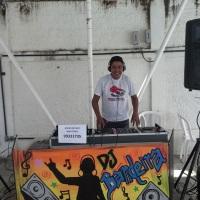 DJ Bandeira animando a tarde no Sesi a beira da Piscina