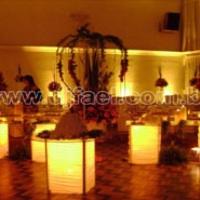 Decorativa em mesas e arranjos