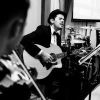 Violino, voz, violão e bateria para jantares