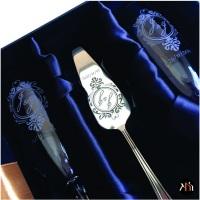 Kit taças em cristal para espumante, espátula para bolo em inox personalizada com monograma, embalag